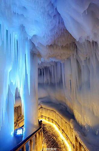 山西省の「万年氷穴」